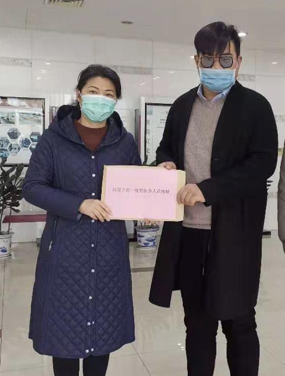 这里的冬天很暖——社会爱心人士捐款捐物助力靖江市人民医院疫情防控