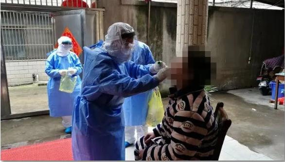 """靖江有个""""危险团队"""",和病毒只有几公分距离"""